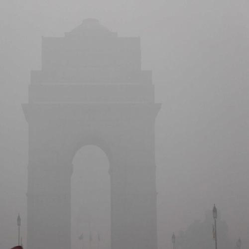 Smog in Delhi covers India gate