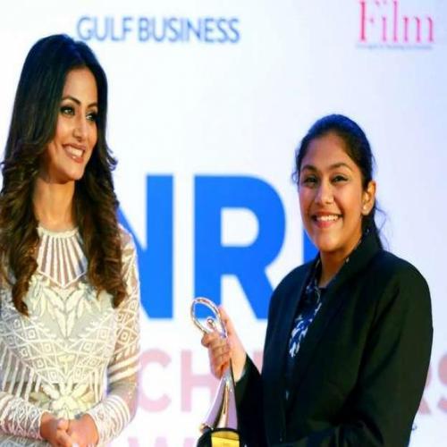 Hina Khan Felicitates NRIs in Dubai