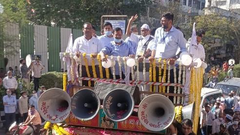 દિલ્હીના CM કેજરીવાલનું શક્તિપ્રદર્શન, હજારોની સંખ્યામાં લોકો ઉમટ્યા