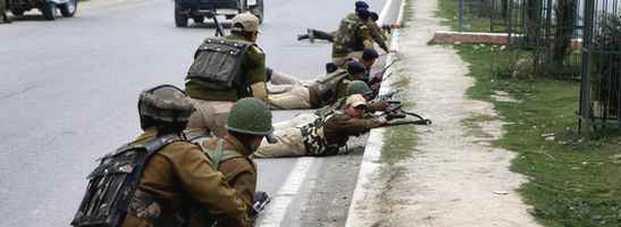 कश्मीर में मुठभेड़, चार आतंकी ढेर, एक को जिंदा पकड़ा