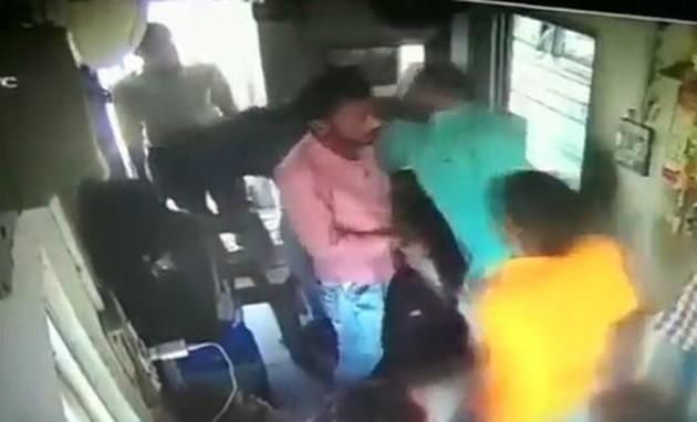 भाजपा विधायक ने टोल प्लाजा कर्मी को पीटा, वीडियो वायरल