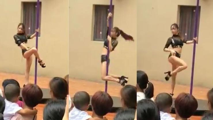 स्कूल में बच्चों के सामने लड़की ने किया पोल डांस