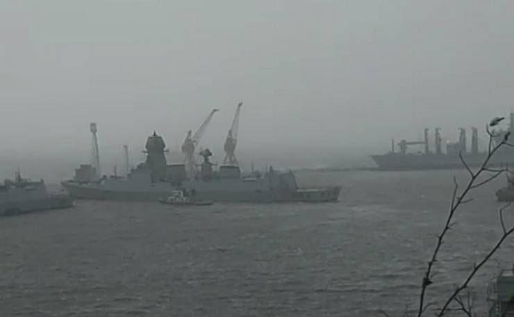 Cyclone Tauktae: नौसेना ने 3 पोत की मदद से चला विशेष अभियान, बचाई तूफान में फंसे बजरे पर सवार 146 लोगों की जान
