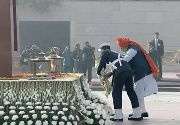 पीएम मोदी ने पहली बार राष्ट्रीय युद्ध स्मारक पर दी शहीद जवानों को श्रद्धांजलि, जानिए स्मारक की खास बातें...