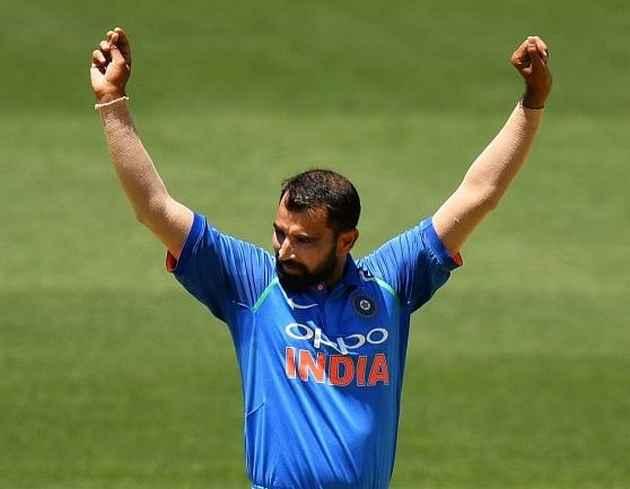भारतीय तेज गेंदबाज मोहम्मद शमी ने प्रवासी मजदूरों को खाना और पानी बांटा
