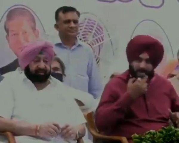 पंजाब में सिद्धू बने कांग्रेस के कप्तान, मंच पर दिखे अमरिंदर और नवजोत के 'तेवर'