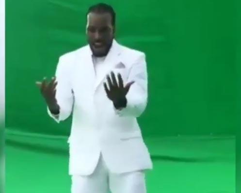 सपना चौधरी के गाने पर क्रिस गेल डांस, जानिए वीडियो की सचाई (वीडियो)