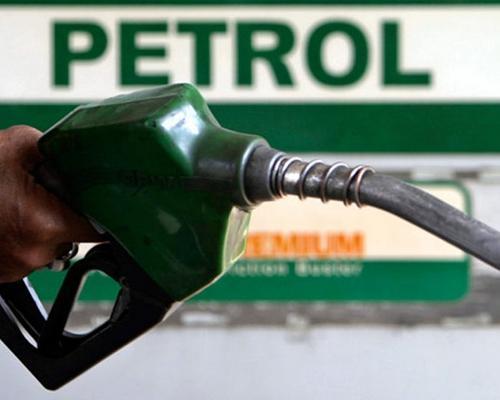 बढ़ते तेल के दामों से मचा हाहाकार, सरकार कर रही है राहत के नए फार्मूले पर विचार