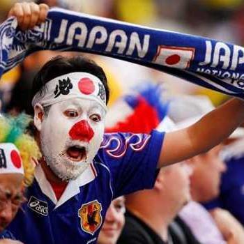जीत के जश्न में भी जापानी फैंस नहीं भूले साफ सफाई, हुई वाहवाही