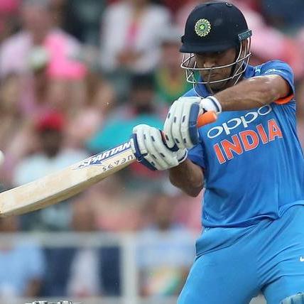 10 हजार रन बनाने वाले चौथे भारतीय बने महेंद्र सिंह धोनी