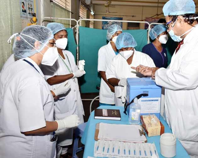 टीकाकरण : दिल्ली में Corona के 246 नए मामले, 53 फीसदी लोगों ने अपनाया 'इंतजार करो एवं देखो' का रुख