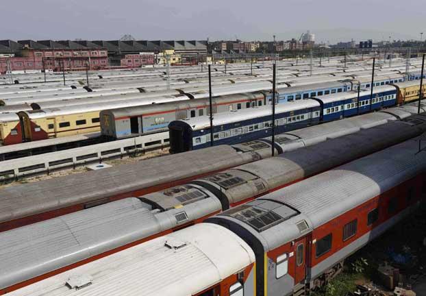 कोरोना काल में पश्चिम रेलवे का बड़ा फैसला, 8 ट्रेनें निरस्त, 4 को किया शार्ट टर्मिनेट