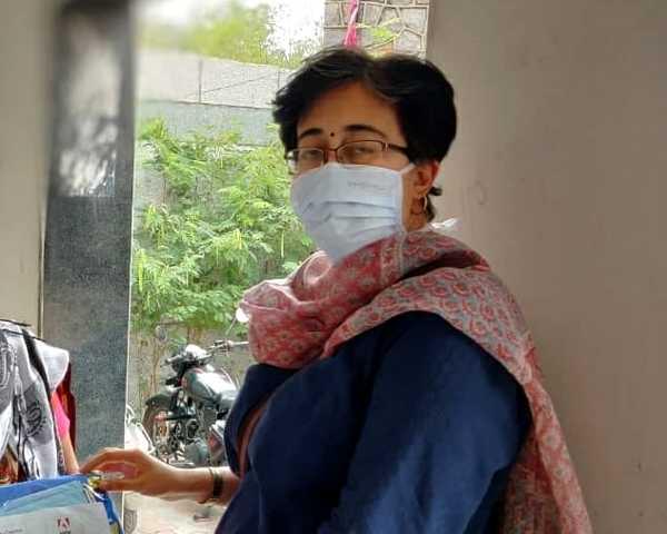 विधायक आतिशी ने की अपने कार्यालय में 'ऑक्सीजन कंसन्ट्रेटर लाइब्रेरी' की शुरुआत