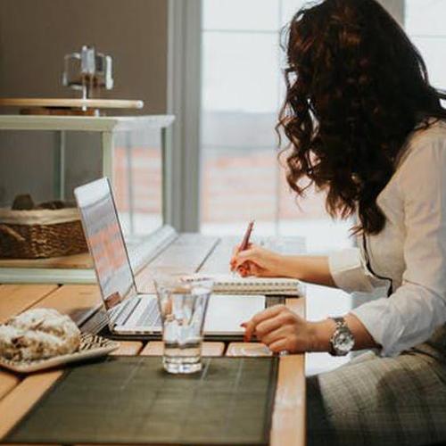 Health Tips: घर में रहकर काम कर रहे हैं तो खानपान के ये नियम याद रखें