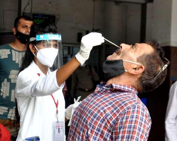 दिल्ली में 24 घंटे में कोरोना से 2 की मौत, 61 नए मामले