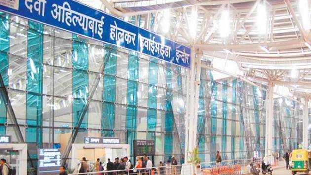 इंदौर एयरपोर्ट पर कोरोना संक्रमित मिली बुजुर्ग महिला, दुबई जाने से रोका