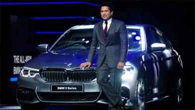 सचिन ने लांच की नई BMW 5 सीरिज कार