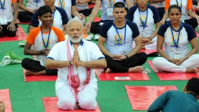 प्रधानमंत्री मोदी ने लखनऊ में किया योग