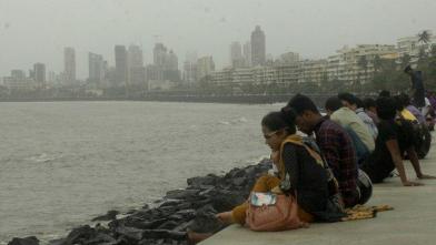 मुंबई : मरीन ड्राइव पर मानसून का आनंद