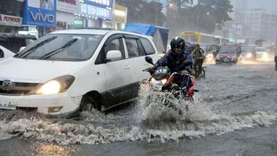 मुंबई में भारी बारिश, यातायात प्रभावित