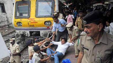 किसानों पर गोलीबारी के विरोध में कांग्रेस का 'रेल रोको' प्रदर्शन