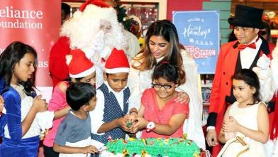 ईशा अंबानी ने बच्चों के साथ मनाया क्रिसमस
