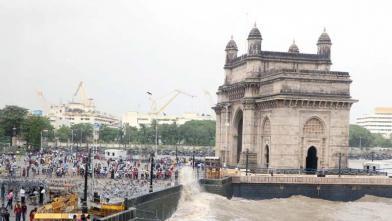 मुंबईकरों ने लिया गेटवे ऑफ इंडिया पर हाई टाइड का आनंद