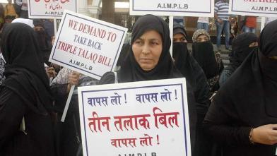 तीन तलाक बिल के विरोध में मौन रैली