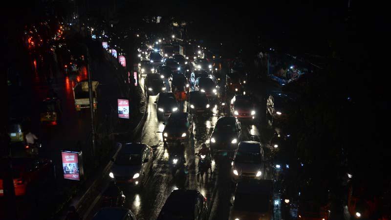 हैदराबाद: भारी बारिश के कारण जाम हुआ ट्रैफिक