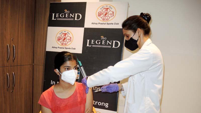 Indore के अभय प्रशाल में 5 दिन में 1000 युवाओं का Vaccination