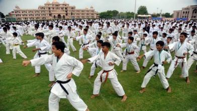 विश्व कराटे दिवस पर एक साथ 7000 बच्चों ने दिखाया अपना कौशल