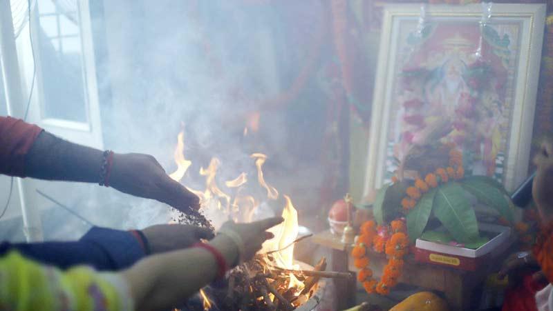 Vishwakarma Jayanti पर भगवान विश्वकर्मा की पूजा कर मांगी कोरोना महामारी से मुक्ति