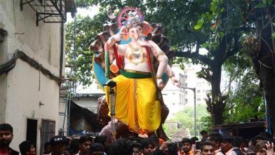 मुंबई में 21 फुट के ईको फ्रेंडली गणेश