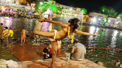 उज्जैन सिंहस्थ का शाही स्नान : साधुओं के निराले अंदाज...