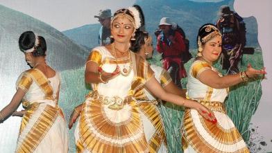 मुंबई में केरल टूरिज्म द्वारा लोक नृत्य का आयोजन