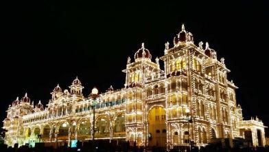 भारत के कर्नाटक राज्य का प्रसिद्ध शहर मैसूर