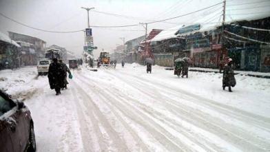 जन्नत-ए-कश्मीर में बर्फबारी के सुंदर नजारे