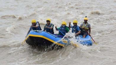 चिनाब नदी में राफ्टिंग का आनंद