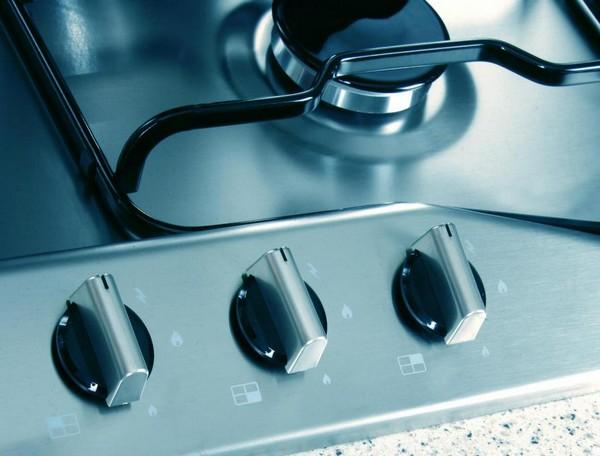 gas stove use , gas , kitchen , girls , cooking , ഗ്യാസ് അടുപ്പ് , ഗ്യാസ് സ്റ്റൌ , അടുക്കണം , കിച്ചണ്