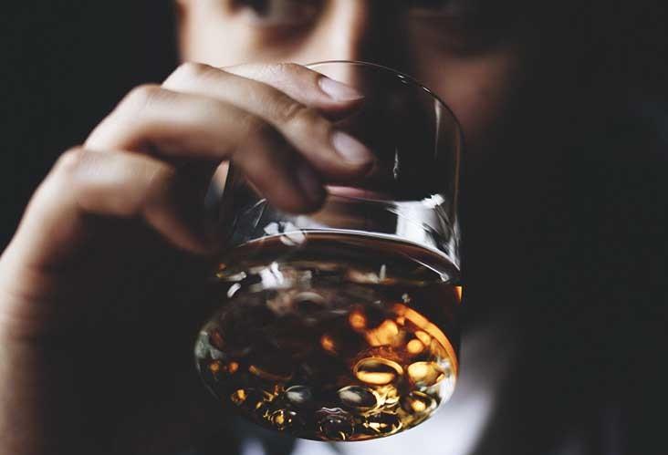 drinking alcohol , drinking , completely , drinks , മദ്യപാനം , മദ്യാസക്തി , മദ്യപാനശീലം , ജീവിത ക്രമങ്ങള് , ആരോഗ്യം , ചികിത്സ , ജീവിതം