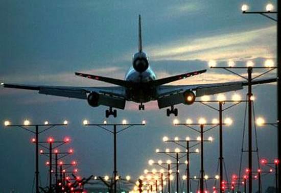 airport , mumbai , runway , London's Gatwick , Mumbai airport , Mumbai air traffic ,  മുംബൈ അന്താരാഷ്ട്ര വിമാനത്താവളം , ഒറ്റ റൺവേ , ലണ്ടനിലെ ഗാറ്റ്വിക് , റെക്കോര്ഡ് , റൺവേ
