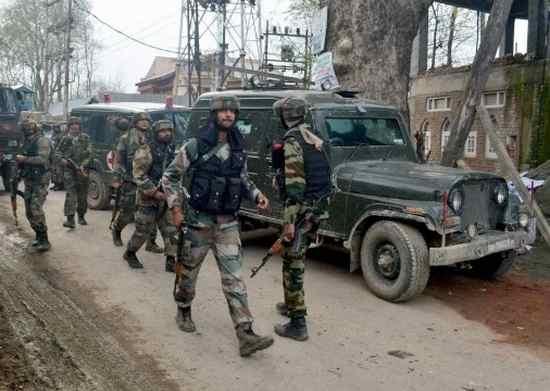 Jammu Kashmir , pakistan , India , jammu protesters fight soldiers , jammu protesters , സൈന്യം , ഭീകര സാന്നിധ്യം , സുരക്ഷാ സേന , പാകിസ്ഥാന് , പ്രദേശവാസി