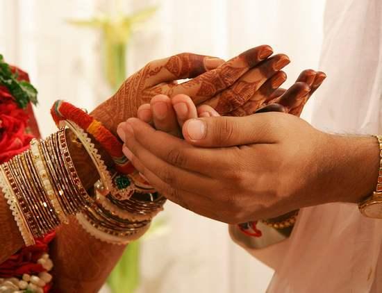 Marriage , Vellore , tamilnadu , lovers , വെല്ലൂര് , അനുജന് താലികെട്ടി , ഇരുപതുകാരി , വിവാദ വേദി