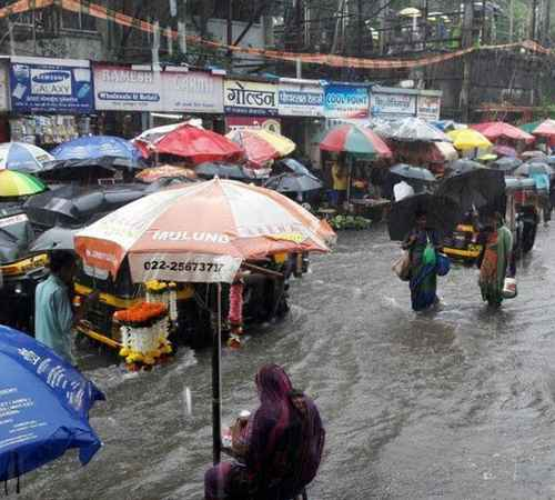 mumbai,rain,maharashtra,weather,climate,flood,typhoon,transport, train,മുംബൈ,മഴ,കാലാവസ്ഥ,വെള്ളപ്പൊക്കം,കൊടുങ്കാറ്റ്,ഗതാഗതം,ട്രെയിന്