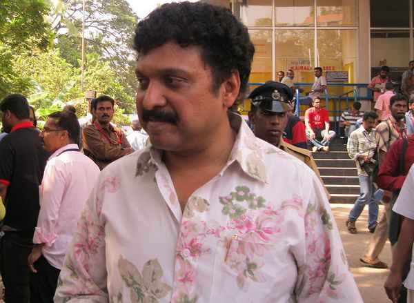 ganesh kumar , kollam , police , congress , കോണ്ഗ്രസ് , കെബി ഗണേഷ് കുമാര് , യുവാവിനെ മര്ദ്ദിച്ചു
