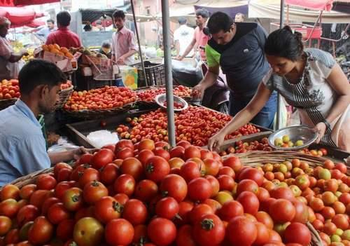 Pakistan , anti- India hysteria , high tomato prices , India , തക്കാളി , കിലോയ്ക്ക് 300 രൂപ , പാകിസ്ഥാന് , പാക് സര്ക്കാര്