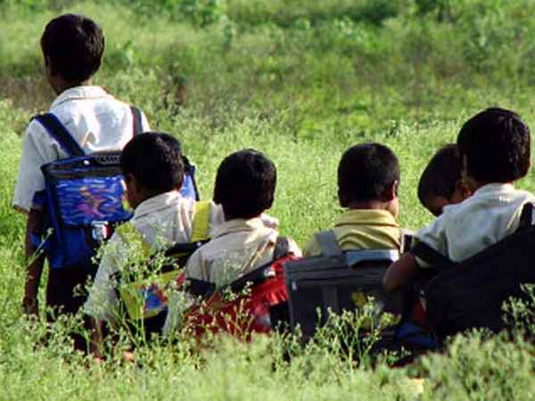 biscuit , poisonous , Bhadohi residential school , ബിസ്കറ്റ്  ,  ഭക്ഷ്യവിഷബാധ , ലക്നോ