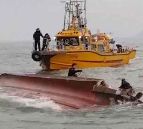 Fishing boat , Accident , South Korea , Death , മത്സ്യബന്ധന ബോട്ട് , അപകടം , മരണം , കോസ്റ്റ് ഗാര്ഡ്