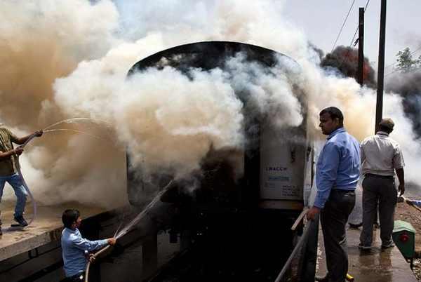 Bikaner Express , train , fire , police , accident , ട്രെയിൻ , ബിക്കാനിർ എക്സ്പ്രസ് , തീവണ്ടി , തീ പിടിച്ചു