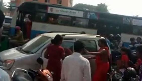 Nithyanand , car accident , Bengaluru , Ranjitha , നടി രജ്ഞിത , സിനിമാ നടി , നിത്യാനന്ദ സ്വാമി , ബൈക്ക്